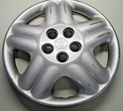 Toyota Avensis MK1 - Rear Factory Wheel Hub Cap