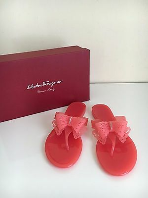 7d26080756d0c7 NEW Salvatore Ferragamo Sz 8 BOW Logo PANDY Sandal Pink Blush Thong Sandal  Jelly
