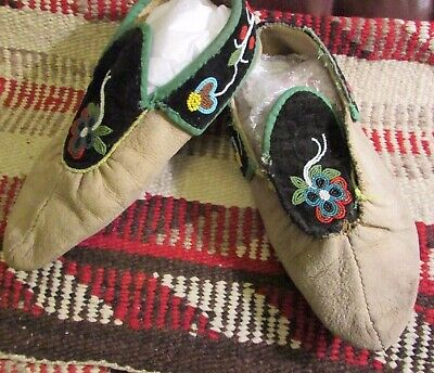 "Antique Puckered Toe Great Lakes Moccasins 10""  Woodlands Beadwork Florals"