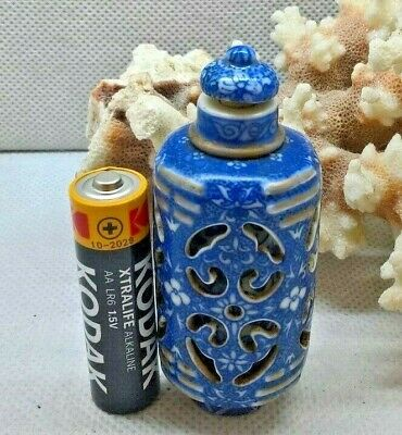 Antique Chinese Blue & White Porcelain Rotating/ Spinning Snuff Bottle Scent