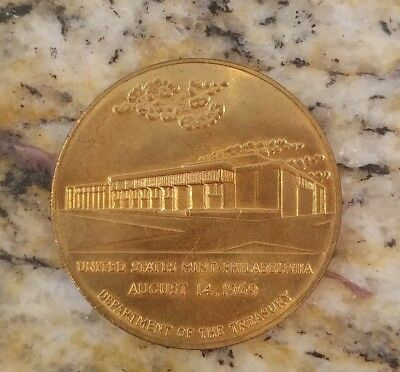 United States Mint Independence Mall Philadelphia, Pa  1969  Medal Coin