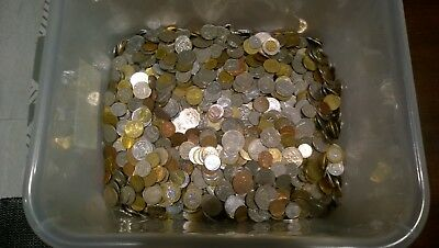 2.5 Kilos of World Coins. See Pic. Will Post to Aust Only. With Tracking.
