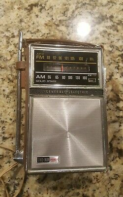 Vintage 1960's,General Electric Solid State AM/FM Two-Way Radio Model P977B