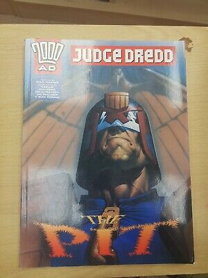 """2000AD ft JUDGE DREDD in """" THE PIT """" - GRAPHIC NOVEL - EXCELLENT CONDITION"""