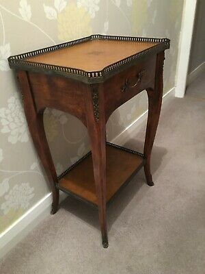 Beautiful Theodore Alexander handcrafted mahogany side table with drawer