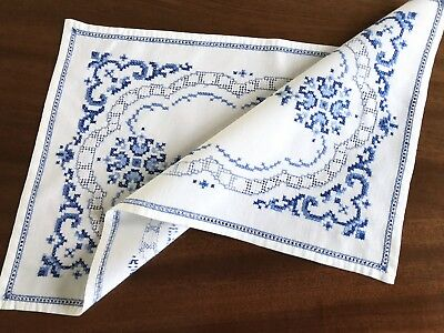 """Vintage Hand Embroidered Blue White Linen Table Centre / Tray Cloth 16X10"""""""