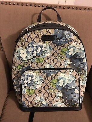 065fb1fe62e GUCCI BLOOMS GG Supreme Small Backpack with Blooms Box