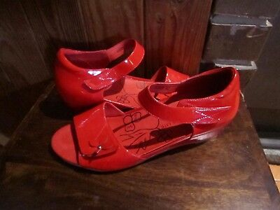 womens VIA NOVA LITE  wedge style heel shoes SZ 11