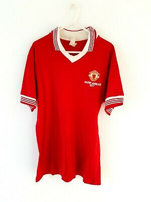Manchester United Retro Home Shirt. Medium. Official Merchandise. Red Adults M.