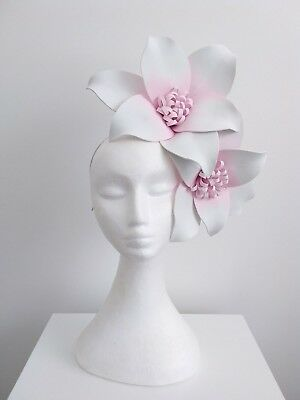 Miss Olivia womens headband flowers fascinator in white / pale pink