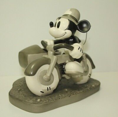 The Dognapper on Patrol Mickey Mouse Walt Disney Classic Collection