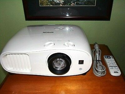 Epson Powerlite Home Cinema 3000, NEAR MINT, 1783 Hours,  GORGEOUS IMAGE ! ISSUE