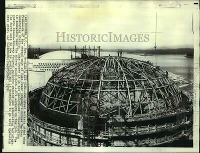 1970 Press Photo Steel workers atop Duke Power Co. Oconee Nuclear Station.