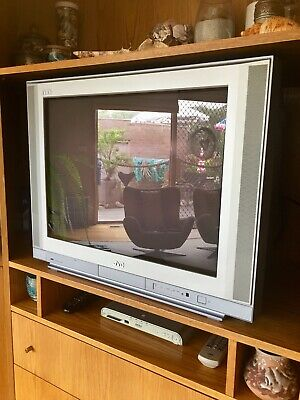JVC TV Interiart FLAT 68cm Vintage In good working condition suit Parts or Retro