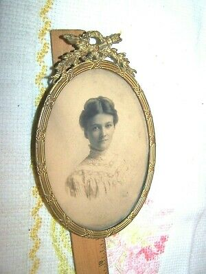 Vintage Victorian Ornate Brass Bronze Oval Shaped Picture Frame W/ Ladies Photo