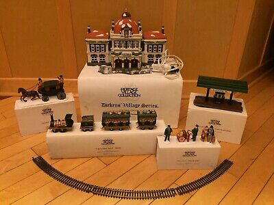 Dept 56 LOT Dickens Heritage Village Victoria Station Platform Carriage Train