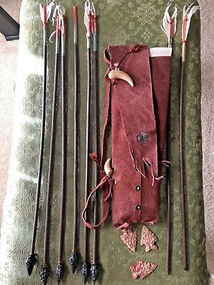 Vintage YOUTH ARCHERY 6 Plus Arrows In genuine all LEATHER QUIVER