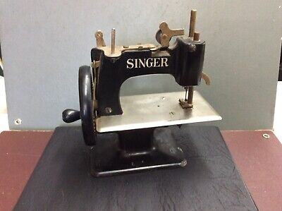 Vintage Singer Hand Crank Miniature Salesman Sample Sewing Machine