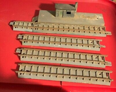 Tri-ang Made In England - Siding R105(1) & Tracks Aust Pat Nos 154129(3)