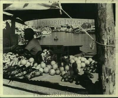 1970 Press Photo Floating Market in Willemstad, Curacao - noc48749