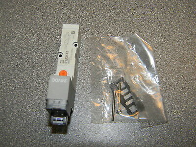 SMC SYJ3143-5LOZ Solenoid Valve; 5-Port; 2-Pos. Single; Base Mnt; Comm. Exh. 24V