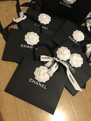 Chanel sac shopping/ paper bags