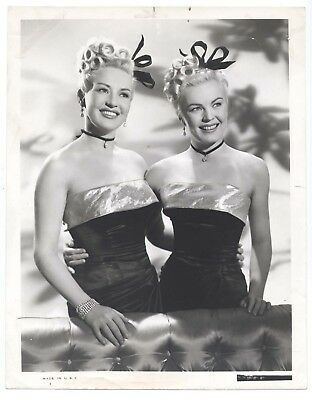 b213 THE DOLLY SISTERS great 8x10 still BETTY GRABLE /& JUNE HAVER