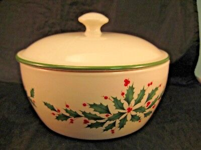 J51S Lenox American/Design Holiday Bowl Oven, Microwave & Dishwasher Safe