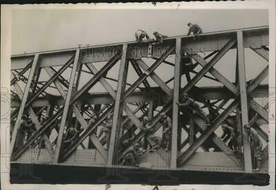 1940 Press Photo German engineers on the Somme Canal Bridge in France