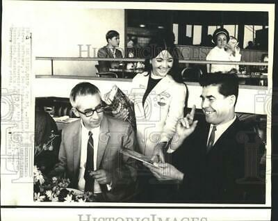 1969 Press Photo Russian Cosmonauts Get Gifts at San Diego Sea World - now40105
