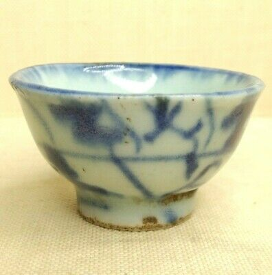 Antique Chinese small blue and white porcelain cup, 17th-18th century.