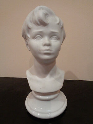 Busto de niño en porcelana biscuit. Porcelanas SANBO. Made in Spain.