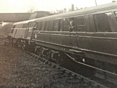 Railway Train Photo Midland & Great Northern Railways GNR 1964 Man Window Tracks