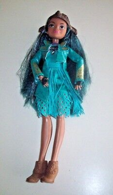 Disney Descendants 2 Isle of the Lost Doll ~ Uma With Complete Outfit!