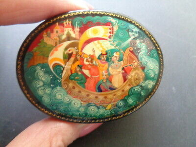 Vintage Small Russian Box  Signed   - Excellent