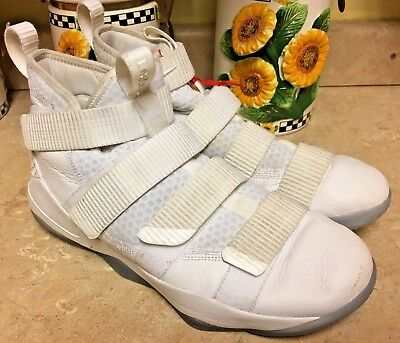 the best attitude fb1a7 f7807 Lebron Soldier XI NIKE ZOOM Mens Sz 10 Shoes White Platinum Ice 897644 103