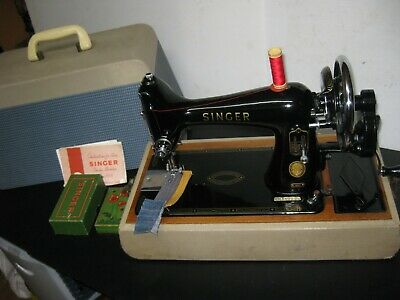 ORIGINAL SINGER 99k HAND CRANK SEWING MACHINE WITH WOOD CARRY CASE & ACCESSORIES