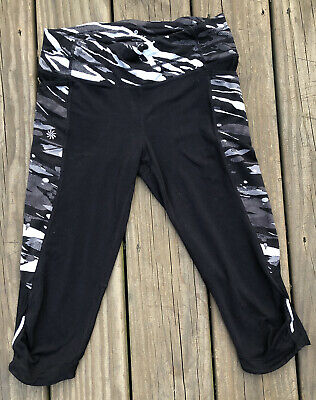 29c6717120b09 ATHLETA Spliced Fire Be Free Capri Black Grey Camo Tight Legging #721712 EUC