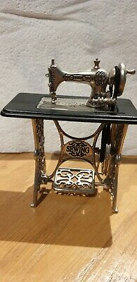 Miniature Trestle sewing machine Ornament