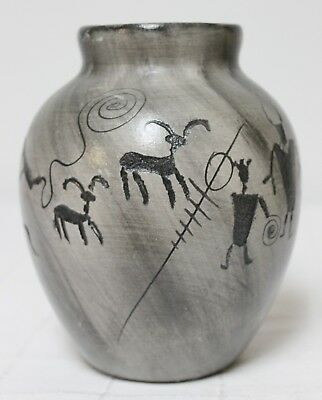 Native American Navajo Grey Vase Vessel Container Cave Drawings Symbols Dwelling