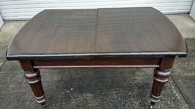 Superb 19th Century Mahogany extending dining table