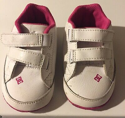 2US Pick SZ//Color. DC Girls Court Graffik Crib Infant Skate Infant//Toddler