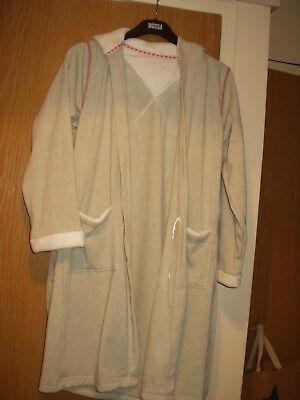 Girls Dressing Gown. Hooded. Age 9/10 Years. Marks & Spencer. Bnwt