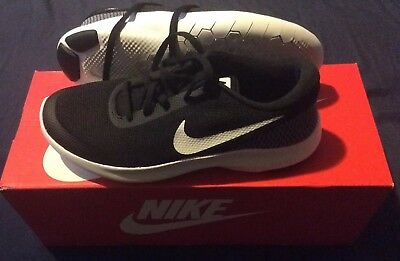 the latest 5eb6f 298ff Womens Nike Flex Experience Athletic Shoes Size 7 youth Black   White