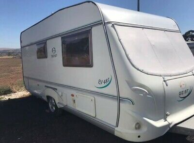 Geist LV 485 Caravan with en-suite