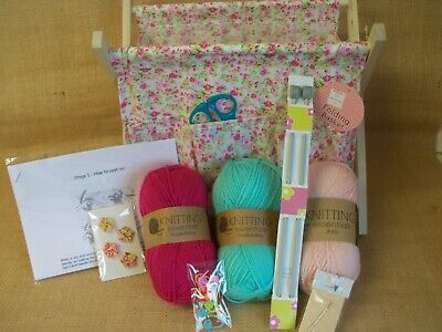Beginners knitting bundle. Complete kit with folding bag.  Easy, get started.