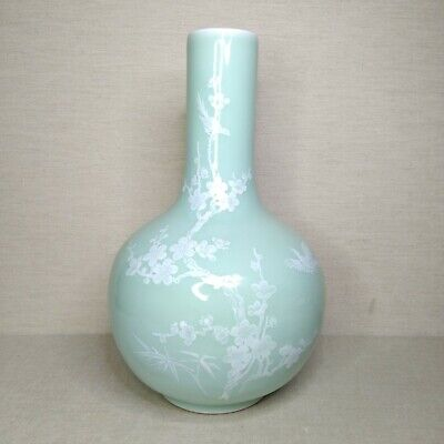 Vintage Chinese porcelain vase, 20th century. There stamped.