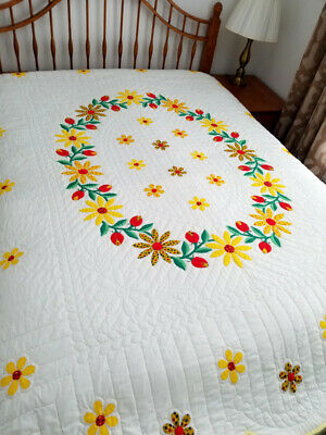 Vintage Quilt Hand Appliqued & Quilted DAISY FLOWERS Clean EXCELLENT CONDITION