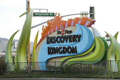 (1) One 2019 Gold Season Pass to Six Flags Discovery Kingdom / Free Parking