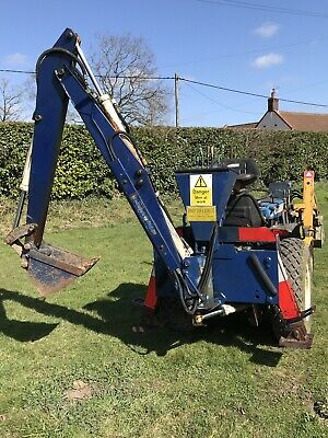COMPACT TRACTOR BACKHOE Digger